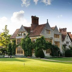 Belmond Le Manoir aux Quat'Saisons in Great Milton England is a top world hotel this year in the #TravelersChoice awards for hotels! To discover the other winners click on the link in our bio. #HotelGoals Hotels-live.com via https://www.instagram.com/p/