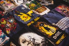 How To Start A Screen Printing Business – A Complete Overview Custom T Shirt Printing, Printed Shirts, Serie Breaking Bad, Fancy Suit, Cool Graphic Tees, Graphic Design, Tee Design, Logo Design, T Shirt Photo