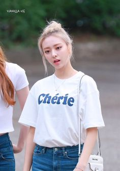 Kpop Girl Groups, Korean Girl Groups, Kpop Girls, Kpop Fashion, Daily Fashion, Airport Fashion, Korean Birthday, Fandom, Chuu Loona