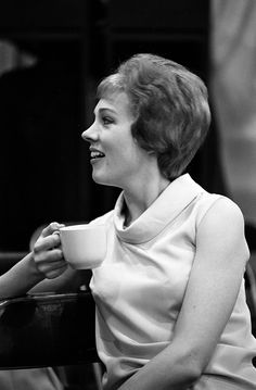 When asked how she takes her tea, Julie Andrews, replied.just a spoonful of sugar. People Drinking Coffee, Drinking Tea, Sipping Tea, Julie Andrews, Coffee Barista, Coffee Drinks, Coffee Shop, Mary Poppins, Cheap Coffee
