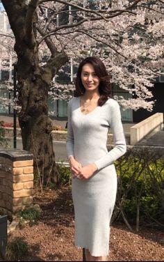 Japanese Beauty, Asian Beauty, Sexy Older Women, Beautiful Asian Women, Korean Women, Coffee Break, Asian Woman, High Neck Dress, Sweaters