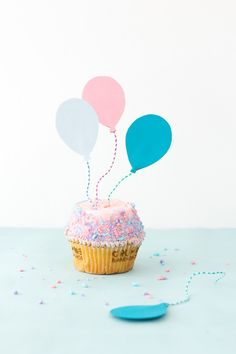 paper clips + paper = diy balloon cupcake toppers / studio diy