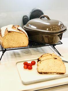 Heute brauche ich ein großes Brot und ich backe mir ein Dinkel Joghurt Brot in meinem Ofenmeister. Es ist mega knusprig und ganz weich und fluffig innen drin. Viel Spaß mit meinem Rezept und guten Appetit. Griddle Pan, French Toast, Breakfast, Food, Yogurt, Thermomix Bread, Morning Coffee, Grill Pan, Essen