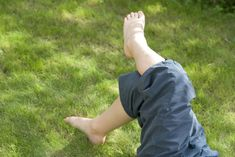 Quel type de gazon choisir ? Avant de semer votre pelouse, lisez nos conseils de choix : gazon pour le sport, gazon pour la détente, gazon pour l'ornement, gazon de couverture...