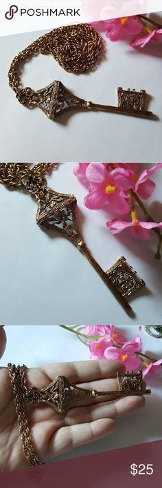 Beautiful VTG Key Necklace This is a beautiful vintage goldtone key necklace with 30 inch chain. In excellent condition. Vintage Jewelry Necklaces