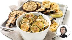 Discover this low in saturated fat recipe from Christian Bégin : Zucchini chips and grilled vegetables Healthy Eating Tips, Healthy Nutrition, Vegetable Drinks, Vegetable Recipes, Cas, Homemade Chips, Zucchini Chips, Grilled Vegetables, Veggies