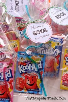 Great end of the year gift for your students or classmates.I would use the kool-aid drinks the looks like(cari-sun) instead. cute and cheap. Would be great as summer birthday party favors also! School Treats, School Gifts, Student Gifts, Teacher Gifts, Kool Aid, Craft Gifts, Diy Gifts, End Of Year Party, School Parties