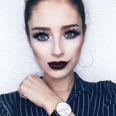 Rocía aire caliente sobre tu rizador de pestañas y así se ondularán más fácil. - El calor hará que tus pestañas se ondulen fácilmente y permanezcan rizadas por más tiempo. - Coloca tu pinza frente a una secadora de cabello hasta que se caliente espera a que se enfríe un poco y luego utilízalo como de costumbre. - #TUMAQUIBlogger @lupescuevas - #tumaqui #makeup #makeupfan #buttergloss #beautytips #beautygloss #beautycare #makeuplover #makeuprevolution #lips #lipstick #buttergloss…