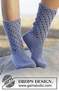 """Blue Stars - Hæklede DROPS sokker i """"Nepal"""" med hulmønster. Str 35-43. - Free pattern by DROPS Design"""