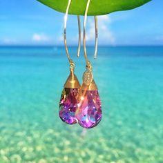BECK Classic Stardust - Utsökt handgjorda örhängen i guldplätering med lilaskimrande Swarovski kristaller.