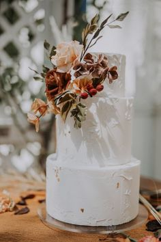 Bohemian Chic Meets Fall Vibes Wedding Inspiration wedding cakes cakes elegant cakes rustic cakes simple cakes unique cakes with flowers Fall Wedding Cakes, Wedding Cake Rustic, Boho Wedding, Dream Wedding, Spring Wedding, Elegant Wedding, Modern Wedding Cakes, Floral Wedding, Bohemian Chic Weddings