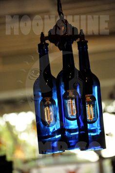 Candelabro reciclado botella de vino azul por MoonshineLamp en Etsy