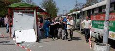 """Por lo menos 27 personas resultaron heridas en una serie de cuatro explosiones en Dnipropetrovsk, en el centro de Ucrania, en presuntos atentados que el presidente Viktor Yanukovich calificó de """"desafío lanzado al país"""", que organiza con Polonia la Copa Europea de fútbol este año."""