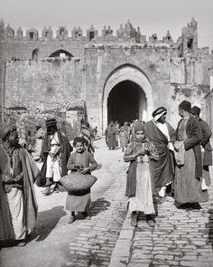 Damascus gate, Jerusalem. Late-Ottoman era, ca. 1900.