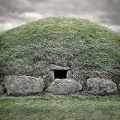 Knowth Passage Tomb, Meath, Ireland, 2012 (Marc Gautier Photographer) Tags: county ireland abandoned grave grass stone decay hill tomb entrance na forgotten valley co passage kerb tombs boyne neolithic knowth meath kerbstones kerbstone br binne tamronsp2470mmf28divcusd