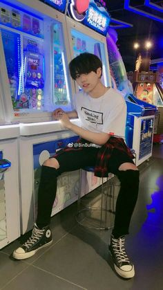 Ulzzang Boy Teen Fashion - The little thins - Event planning, Personal celebration, Hosting occasions Cute Asian Guys, Asian Boys, Asian Men, Korean Girl Ulzzang, Couple Ulzzang, Korean Fashion Men, Ulzzang Fashion, Teen Fashion, Korean Boys Hot