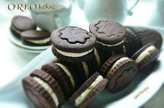 OREO keksz házilag Naan, Sweet Desserts, Oreo, Caramel, Recipies, Vanilla, Cooking Recipes, Sweets, Cookies