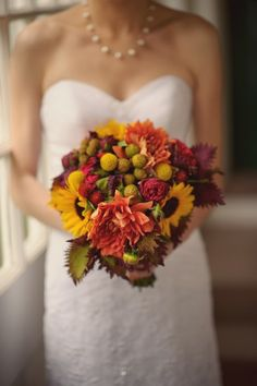 maybe need to put some billyballs in my bouquet, too. and this uses sunflowers without them totally taking over.
