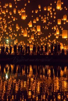 Thousands of Lanterns in the sky during Yi Pend Festival in october in Chiang Mai, Thailand. Floating Lanterns, Sky Lanterns, Floating Lantern Festival, All Over The World, Around The Worlds, Festival Photography, Festivals Around The World, Chiang Mai, Aesthetic Pictures