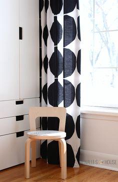 What I Made From a Bed Sheet marimekko kivet curtains Modern Curtains, Diy Curtains, Curtains With Blinds, Bed Sheet Curtains, Bedroom Curtains, Modern Bedding, Marimekko Fabric, Mid Century Modern Bedroom, Houses