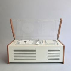 Come and buy vintage Braun from the best dealer in the country this September - register free for Midcentury Modern at Design Junction...www.modernshows.com