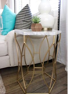 Struggling with what to do with an uninspired side table? And that just scratches the surface of DIY ideas. Read on for nine simple side table upgrades. Folding Table Diy, Diy Side Table, Ikea Dining Table, Ikea Dining Room, Dining Room Decor, Dining Table Marble, Diy Marble, Ikea Dining Table Set, Chill Room