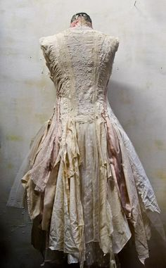 Gibbous Fashions- very inspirational for my wedding dress reconstruction Gypsy Style, Bohemian Style, Boho Chic, Boho Fashion, Vintage Fashion, Fashion Design, Shabby, Mode Boho, Altered Couture