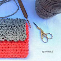 jasmimatelie:: Já conhece a linha de bolsas e acessórios do Jasmim??  Se liga que lá vem novidade  Feriado intenso na ateliê preparando novidades para a @a_feira!!!   #bolsa #moda #acessorios #crochet #crocheting #crochetlove #crochetmood #handmade #crochetaddict #amigurumi #madewhitlove #feitoamao #feitocomamor #artesanal #design #decor #decoracaocriativa #bag #maedemenina #craft #comprodequemfaz #instacrochet #amocrochet #economiacriativa #salvador