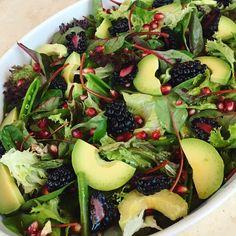 Den perfekte salat til nytår, hvad end du skal have store bøffer, lækker steg. Easy Salad Recipes, Easy Salads, Raw Food Recipes, Healthy Recipes, Cottage Cheese Salad, Salad Dishes, Quick Meals, Food Inspiration, Tapas