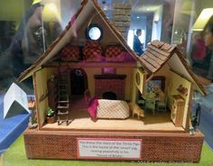"""Quarter Scale Shops, Houses and Vignettes from the Seattle 2015 Show: Interior of """"Three Little Pigs"""" by Barbara Renken"""