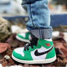 "Little Run®👟 SNK Community on Instagram: ""🍀 or nothing 💚 @edxielalexie . . . . #jordan1retro #jordanluckygreen #luckygreen #jordanbaby #babyjordan #littlerunsneakers #babysneakers…"" Baby Sneakers, Jordans Sneakers, Baby Jordans, Baby Feet, Running, Photo And Video, Community, Shoes, Instagram"