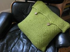 Ravelry: Pea Soup Cushion pattern by Littletheorem Green Cushion Covers, Knitted Cushion Covers, Cushion Cover Pattern, Crochet Pillow Pattern, Knitted Cushions, Green Cushions, Knitted Afghans, Knit Pillow, Throw Pillow