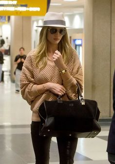 14 Ways to Jet Set Like a Supermodel // Rosie Huntington Whiteley rocks a fedora and chunky knit