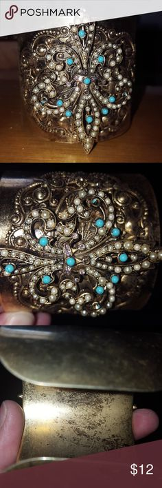 Cuff braclet Cuff bracelet, not sure if it's copper or bronze but very nice Jewelry Bracelets