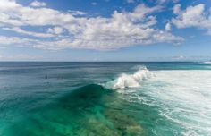 Igual que el día llega y se va lo mismo ocurre con la vida a qué esperas a vivirla? Sé libre sé tú #cielo #sky #playa #beach #oceano #ocean #olas #waves #surf #surfing #surfer #hawaii #barrel #oahu // Fot.: K. Headrick