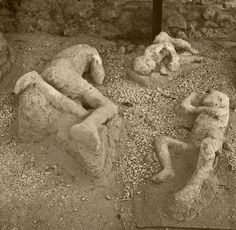 Casts of bodies buried in ash from the eruption of Mount Vesuvius in the ancient Roman city of Pompeii Ancient Ruins, Ancient Rome, Ancient History, Pompeii Italy, Pompeii And Herculaneum, Pompeii Ruins, The Places Youll Go, Places To See, Statue Tattoo