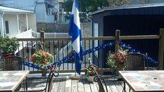 Sur mon patio de ma résidence qui sert de Couette & Café  ( Bed & Breakfast) À la Québécoise, au Centre-Ville de notre Capitale nationale.  Les couleurs du Québec sont bien présentes.