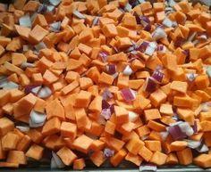 Patates douces rôties au four aux oignons rouges