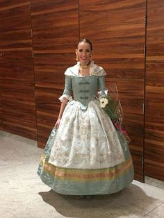 Trajes fallera Traditional Fashion, Historical Costume, Gowns, Costumes, Cosplay, Pattern, Outfits, Beautiful, Dresses