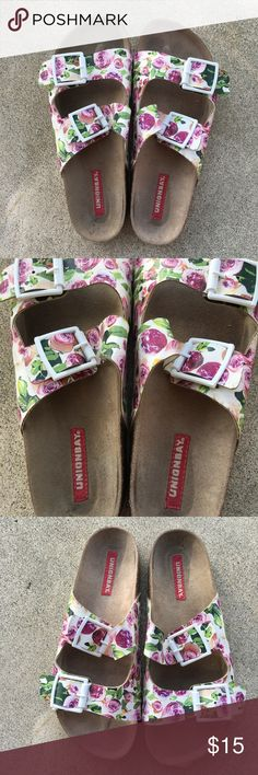 Size 9 sandals Size 9 sandals  Floral pattern  Made in China  Brand: Unionbay Only wore a few times  In great condition with no flaws!! Shoes Sandals