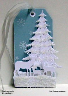 De tag van de witte Bos deur papierscrapetc - Cards and Paper Crafts op Splitcoaststampers Holiday Gift Tags, Christmas Tag, Christmas Projects, All Things Christmas, Christmas Decorations, Memory Box Cards, Handmade Gift Tags, Penny Black, Card Tags