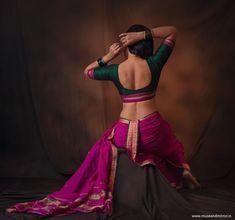 Indian Photoshoot, Saree Photoshoot, Beautiful Bollywood Actress, Beautiful Indian Actress, Indian Women Painting, Indian Art, Saree Poses, Kashta Saree, Sarees