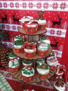 Fondant topped cupcakes  #fondant #cupcakes