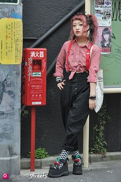 Magazine on Japanese street fashion, runway fashion and street culture. Mode Harajuku, Harajuku Girls, Harajuku Fashion, Japan Fashion, Kawaii Fashion, Harajuku Clothing, Harajuku Style, 70s Outfits, Punk Rock Outfits