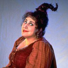 Kathy Najimy as Mary Sanderson Hocus Pocus Cast, Hocus Pocus 1993, Hocus Pocus Movie, Best Halloween Movies, Halloween Kostüm, Vintage Halloween, Halloween Costumes, Disneyland Halloween, Witches