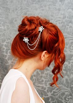 Love the orange curled twisted bun with cute star chain hairclips