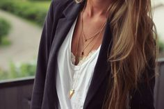 Love this casual look! The layered necklaces are a nice touch. Look Fashion, Fashion Beauty, Autumn Fashion, Girl Fashion, Womens Fashion, Classy Fashion, Jessie Chanes, Parisienne Chic, Layered Jewelry