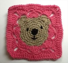 10 Free Crochet Granny Square Patterns – 101 Crochet--*Teddy Bear square includes English version on website. Crochet Squares, Crochet Motifs, Granny Square Crochet Pattern, Crochet Blocks, Crochet Granny, Crochet Afghans, Diy Crochet, Crochet Crafts, Crochet Stitches