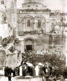 Outside the church of the Holy Sepulchre Easter Week Jerusalem,Palestine circa 1880 Palestine People, Palestine History, Israel History, Israel Palestine, Jerusalem Israel, Historical Sites, Historical Photos, Naher Osten, Dome Of The Rock