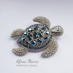 Bead Crafts, Jewelry Crafts, Handmade Jewelry, Gold Office Decor, Turtle Love, Beaded Brooch, Handmade Design, Beaded Embroidery, Bracelet Watch